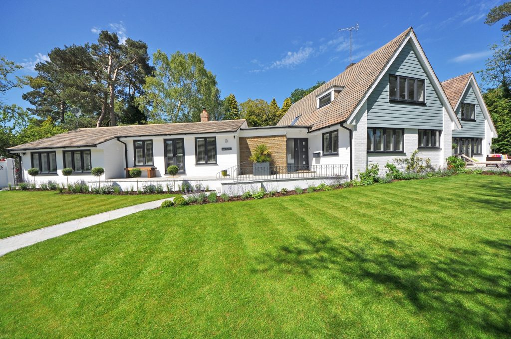 spacious house with a beautifully maintained lawn